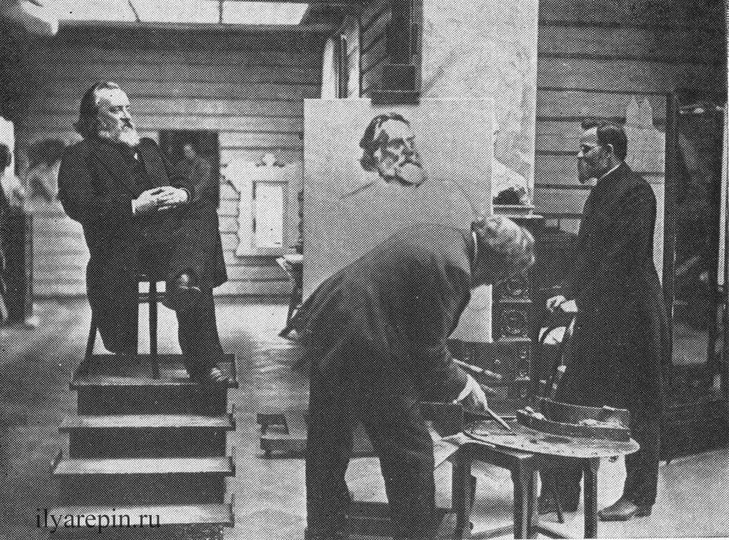 И. Е. Репин пишет портрет Н. И Кареева (справа - Н. А. Морозов).Фотография 1908 г.
