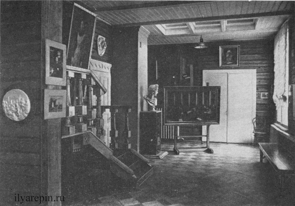 В мастерской И. Е. Репина. Фотография 1975 г.